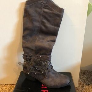 Not Rated grey boots size 9
